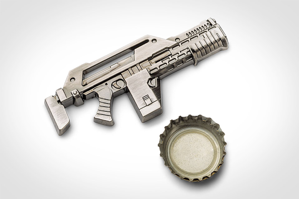 Aliens-Pulse-Rifle-Bottle-Opener_1