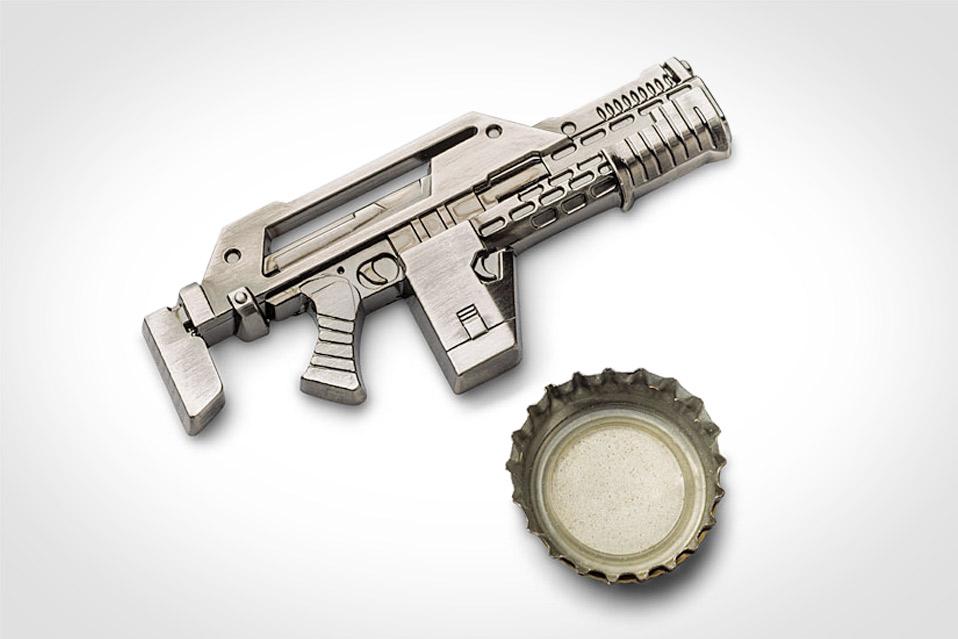 Aliens-Pulse-Rifle-Bottle-Opener_1
