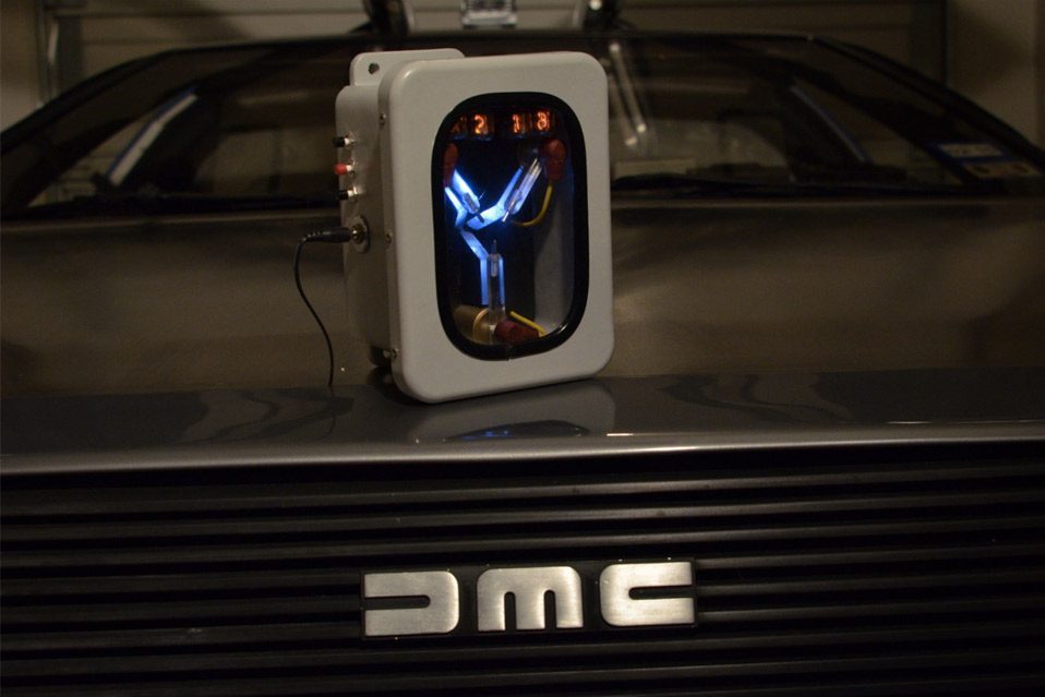 Mini-Flux-Capacitor-Nixie-Tube-Clock_4