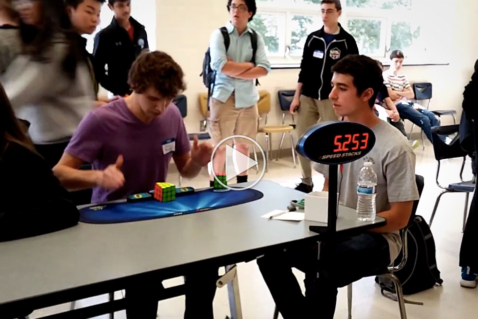 Ny-verdensrekord-i-at-løse-Rubiks-terningen
