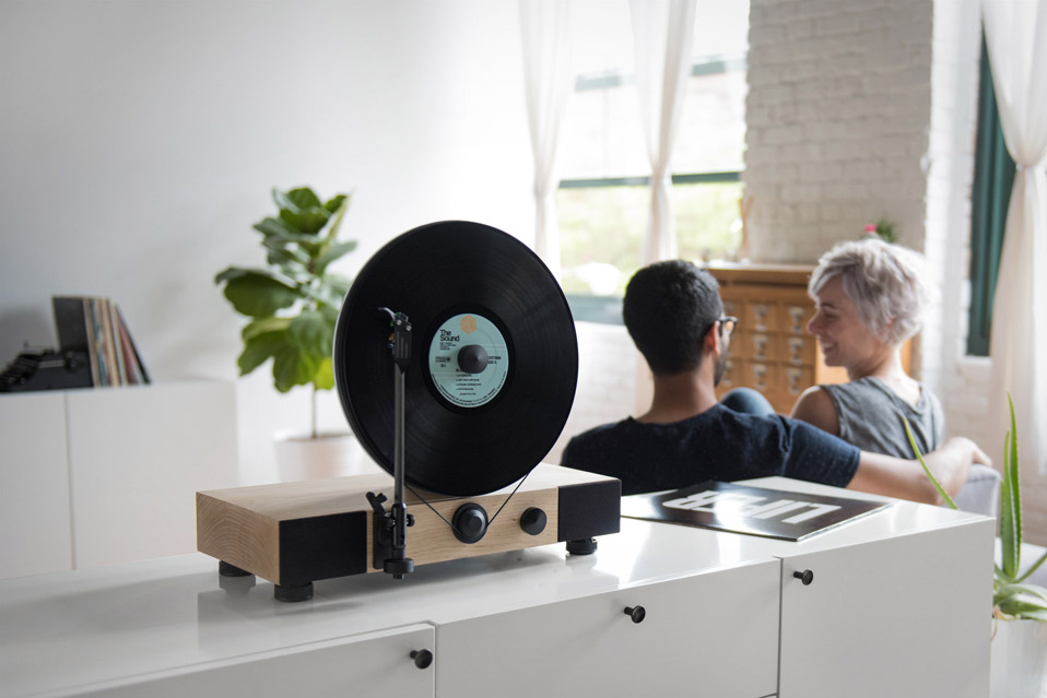 Gramovox-Floating-Record-Vertical-Turntable_1