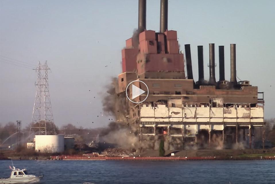 Marysville-Michigan-Power-Plant-Implosion_1