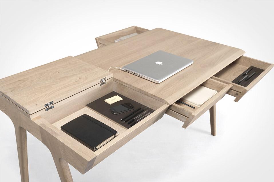 Metis-Desk_7