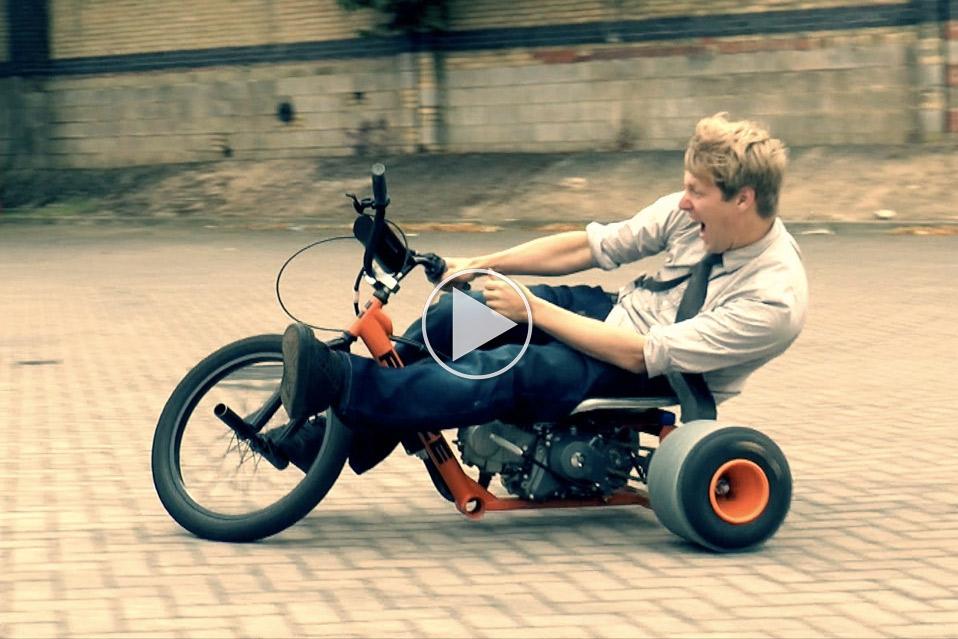 Colin-Furze-bygger-motoriseret-trike_1
