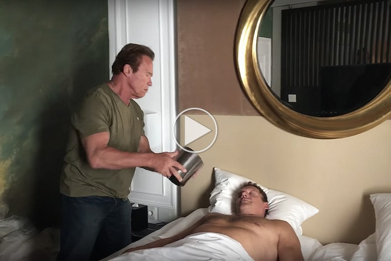 Arnold-Schwarzenegger-wakeup_1