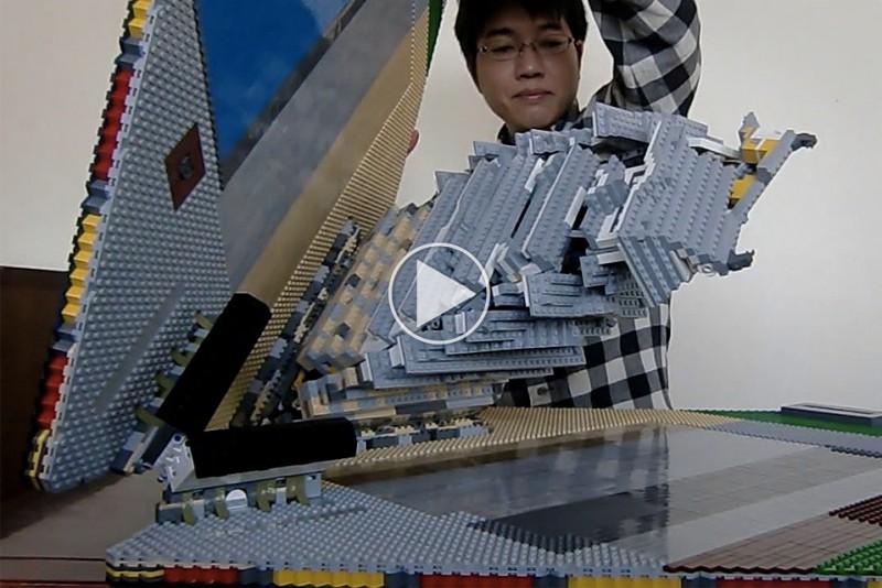 Japaner-bygger-imponerende-pop-up-LEGO-borg_1