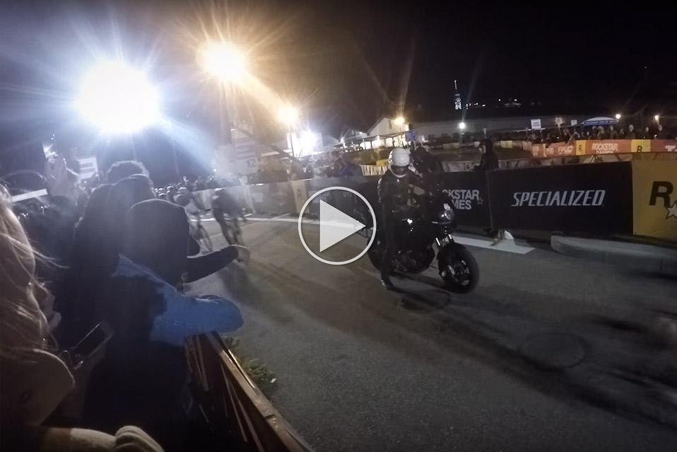 Motorcykel-stopper-et-meget-uheldigt-sted_1