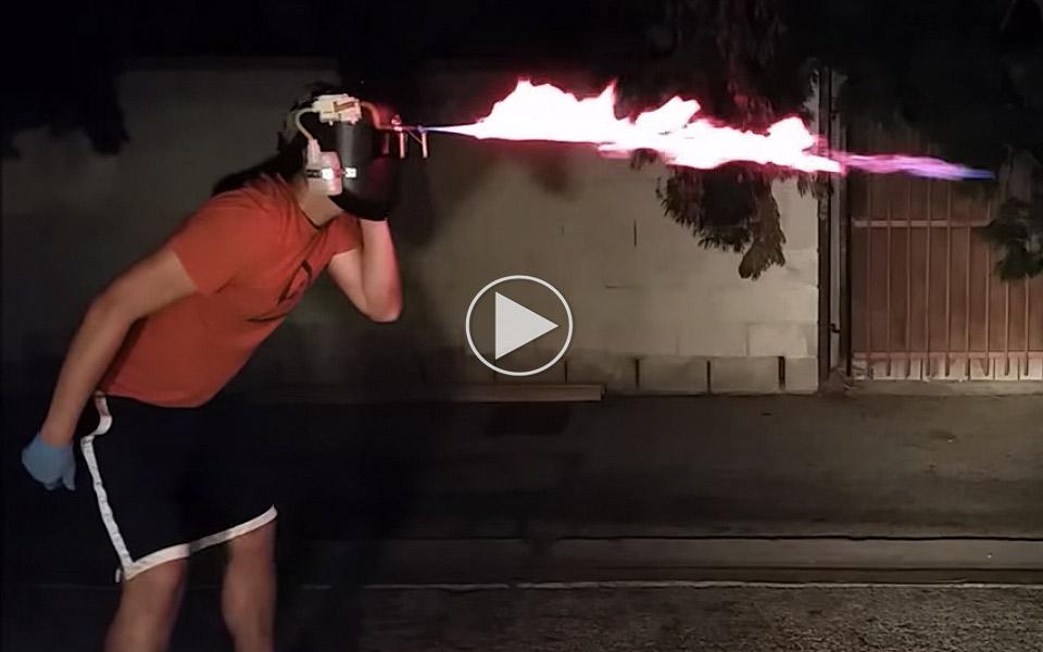 Cyclops-Visor-er-en-svejsehjelm-med-flammekaster_1