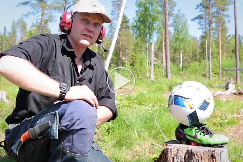 Skor-svensker-tester-den-officielle-EM-fodbold-med-en-stang-dynamit_1