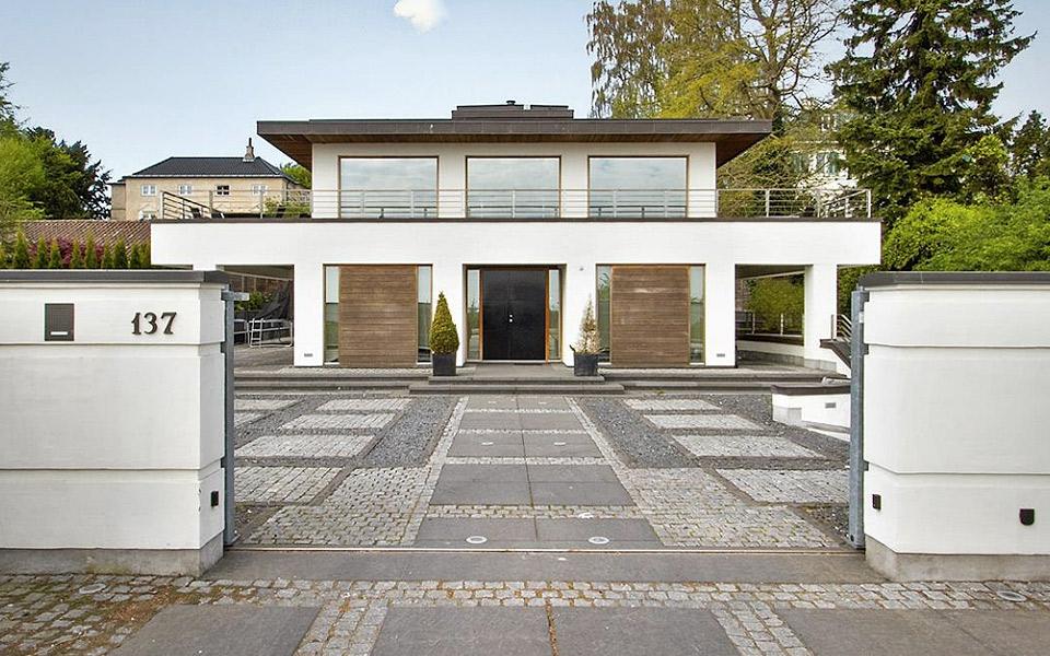 Danmarks-dyreste-sommerhus-har-plads-til-10-biler-i-garagen_13