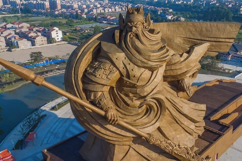 Kinesisk-krigshelt-er-den-mest-badass-statue-i-verden_3