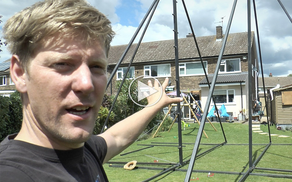 Colin-Furze-har-bygget-en-vanvittig-360-graders-gynge_1