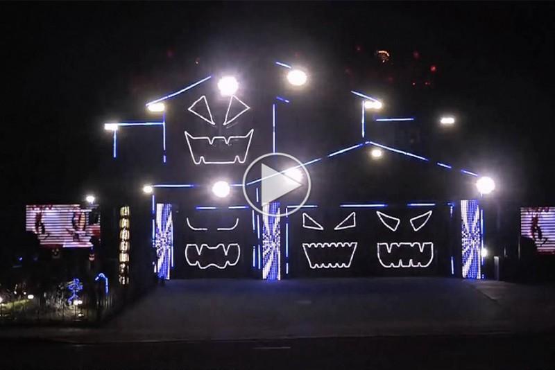 Halloween-hus-lyser-til-Time-Warp-fra-The-Rocky-Horror-Picture-Show_1