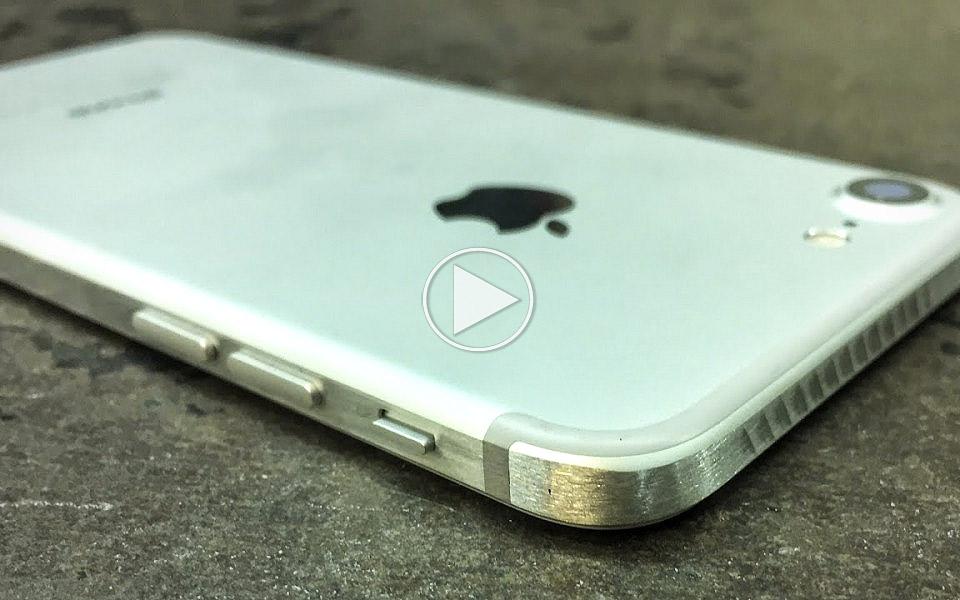 Sadan-sliber-du-de-runde-kanter-vak-pa-din-iPhone-7_1