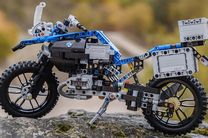 LEGO-Technic-BMW-R-1200-GS-Adventure_2