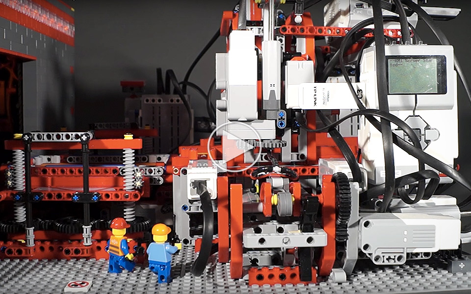 Tosset-Tysker-bygger-vanvittig-LEGO-Mindstorms-fabrik_1