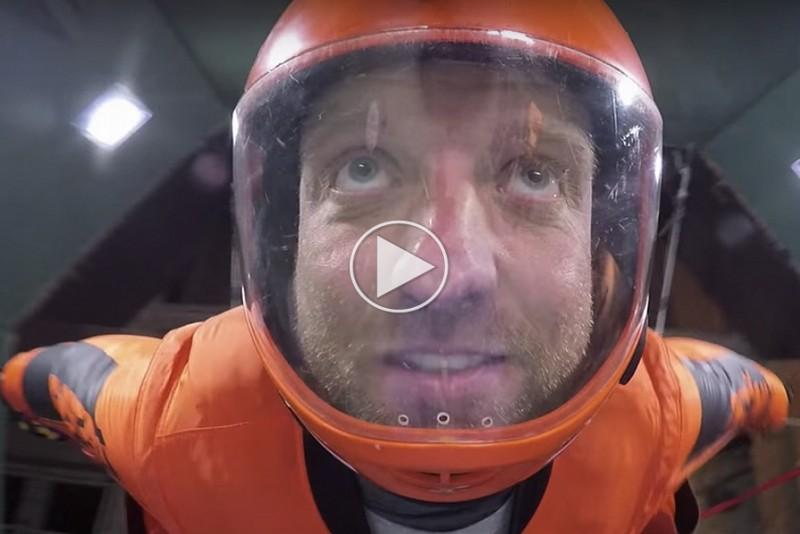 Nu-kan-du-flyve-i-wingsuit-indendors_1