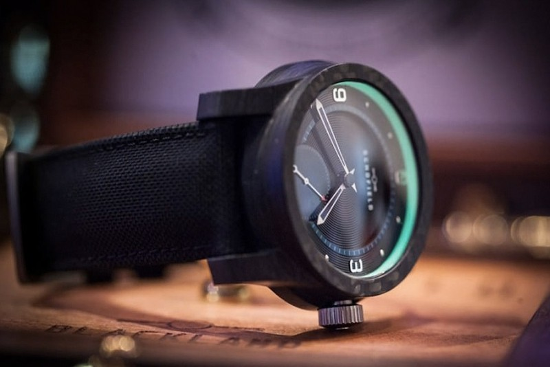 Schofield-Watch-Company-Blacklamp-Carbon_4