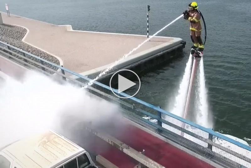 Dubais-brandmand-slukker-ild-med-jetpacks_1