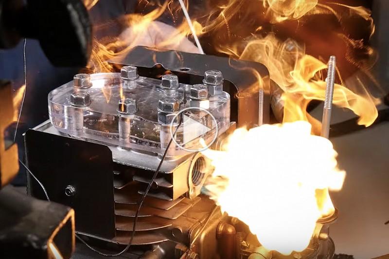 Se-de-smukke-eksplosioner-inde-i-en-motor-i-super-slow-motion_1