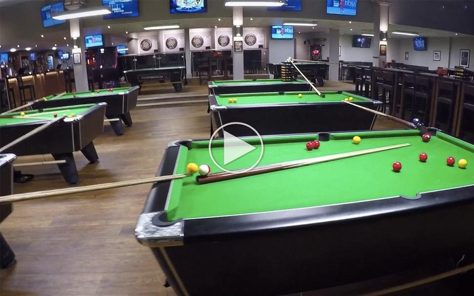 Verdens-bedste-trickshot-kraver-to-etager-og-9-poolborde_1