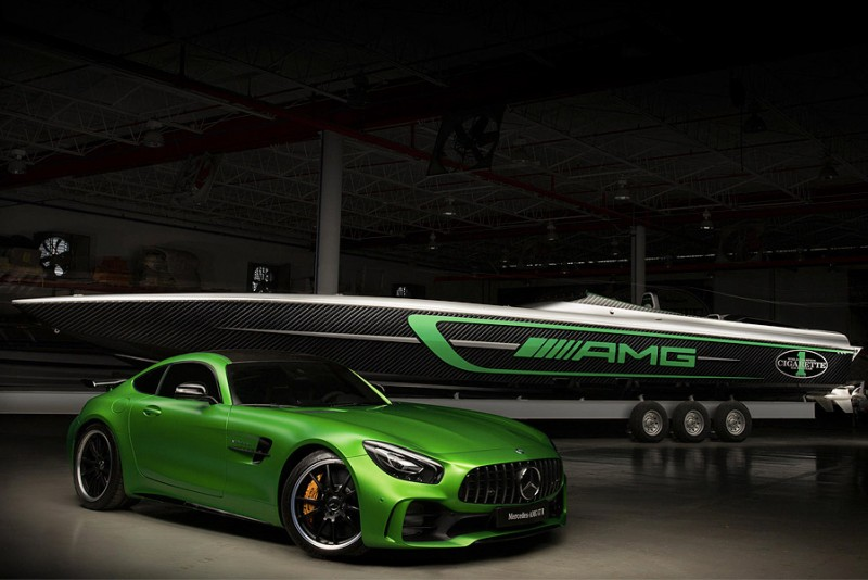 Cigarette-Racing-Mercedes-AMG-Marauder_5