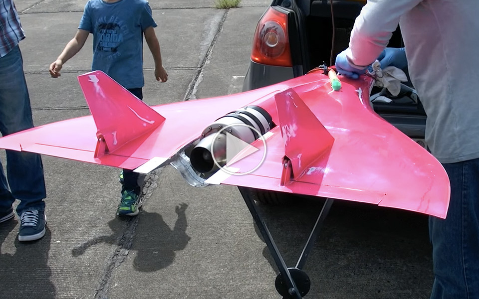 Verdens-hurtigste-modelfly-banker-afsted-med-744-kmt_1