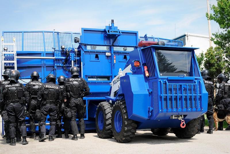 BOZENA-Riot---security-system_2