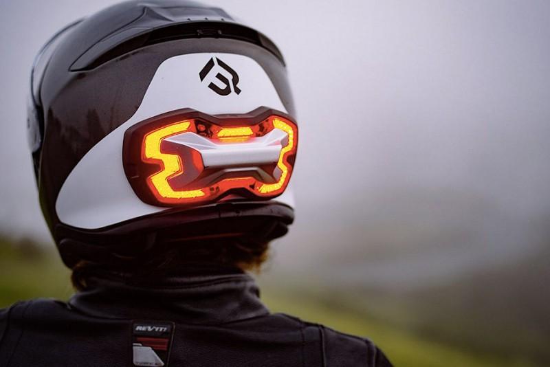 BrakeFree---motorcykelhjelm-med-bremselys_3