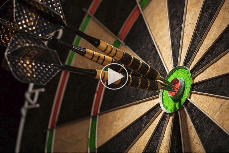 Du-rammer-bullseye-hver-gang-pa-den-magiske-dartskive_1