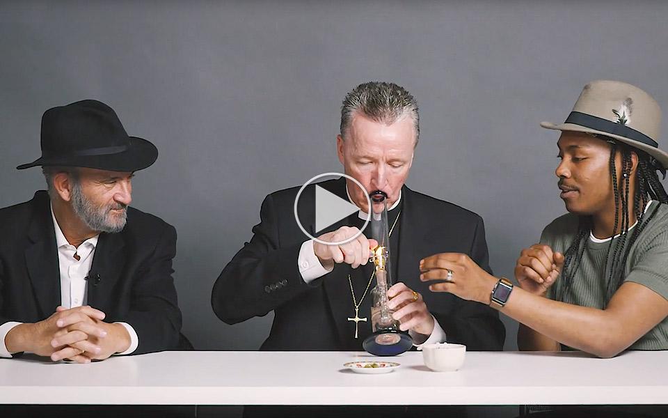En-rabbiner,-en-prast-og-en-ateist-deler-en-bong_1