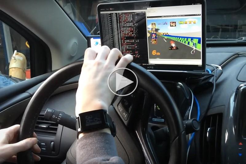 Fyr-bruger-sin-bil-til-at-spille-Mario-Kart_1