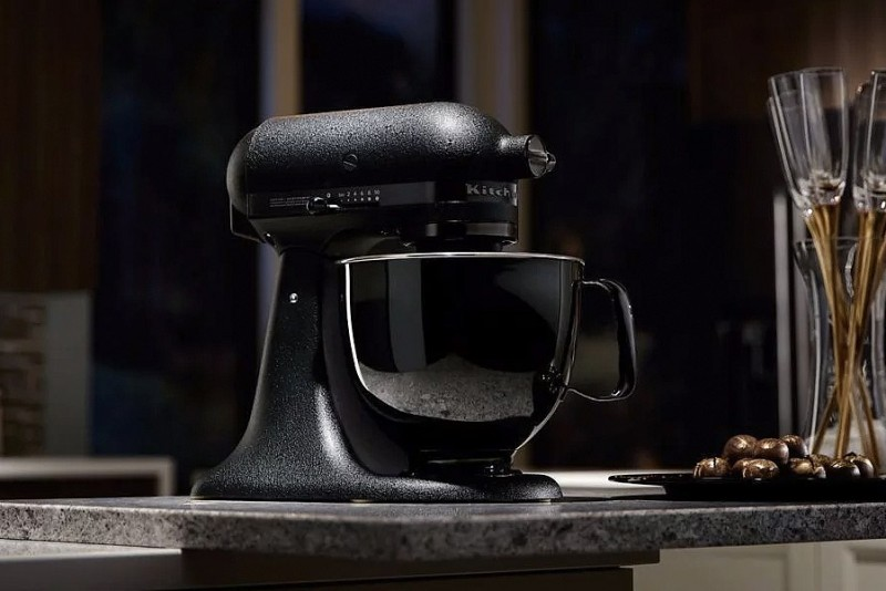 KitchenAid-Artisan-Black-Tie-Limited-Edition_1