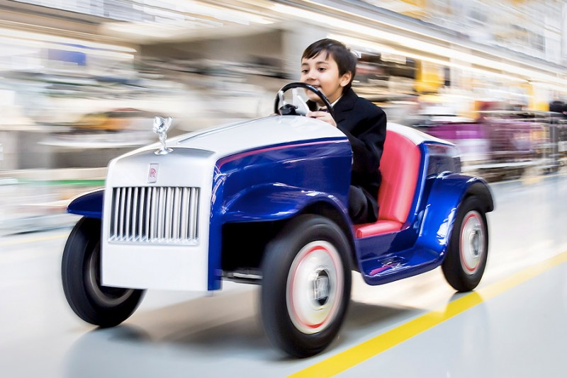 Rolls-Royce-laver-legetojsbil-til-hospitalsborn_1