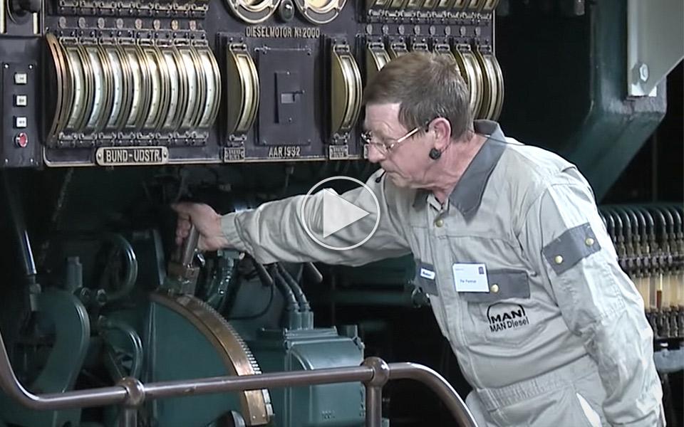 Verdens-storste-dieselmotor-er-en-videnskab-at-starte_1