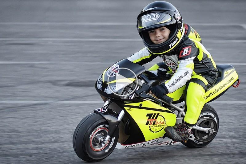 4-arig-knagt-er-bedre-end-dig-til-at-kore-pa-motorcykel_1