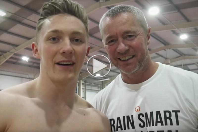 OL-gymnast-udfordrer-sin-far-i-traningslokalet_1