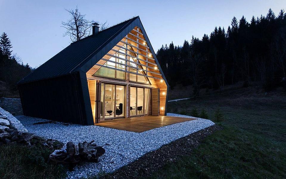 Studio-Pikaplus-The-Wooden-House_7