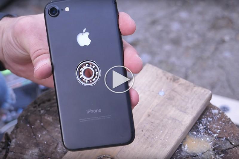 Sadan-laver-du-din-iPhone-om-til-en-Fidget-Spinner_1