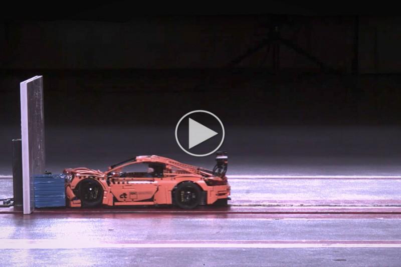Se-en-LEGO-Porsche-911-GT3-RS-i-smuk-crashtest_1