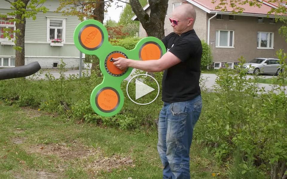 Verdens-storste-Fidget-Spinner-kraver-starke-arme_1