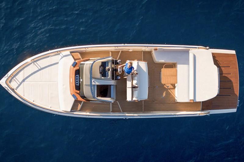 Invictus-Yachts-370GT_