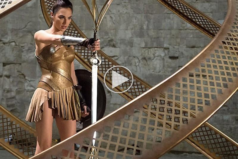 Man-At-Arms-smeder-Wonder-Womans-magiske-svard_1