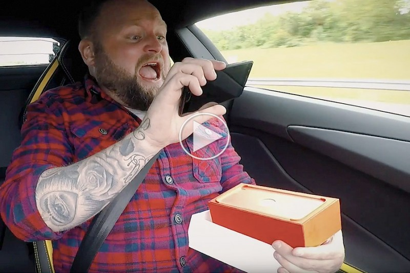 OnePlus-5-Unboxing-i-en-Lamborghini-Aventador_1