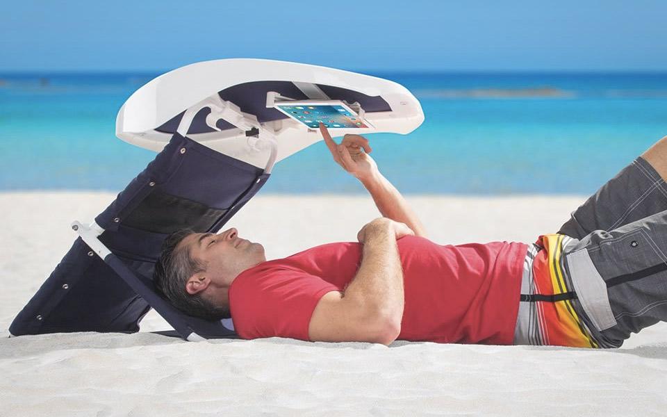 Beachgoers-Reading-Room_4