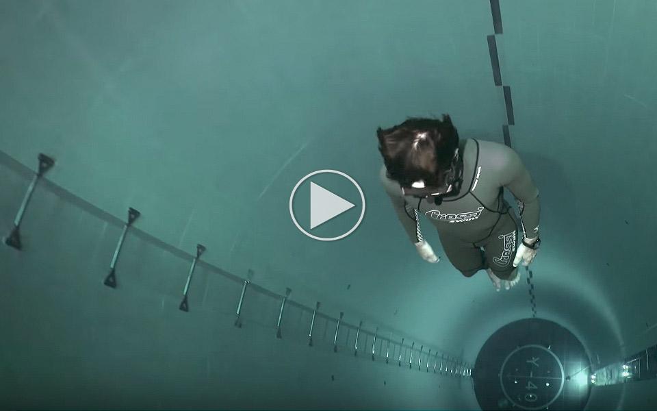 Fridykning-i-verdens-dybeste-pool_1
