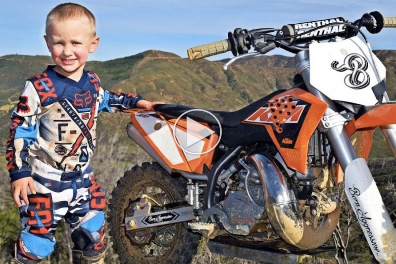 4-årig knægt er allerede en motocross superstjerne