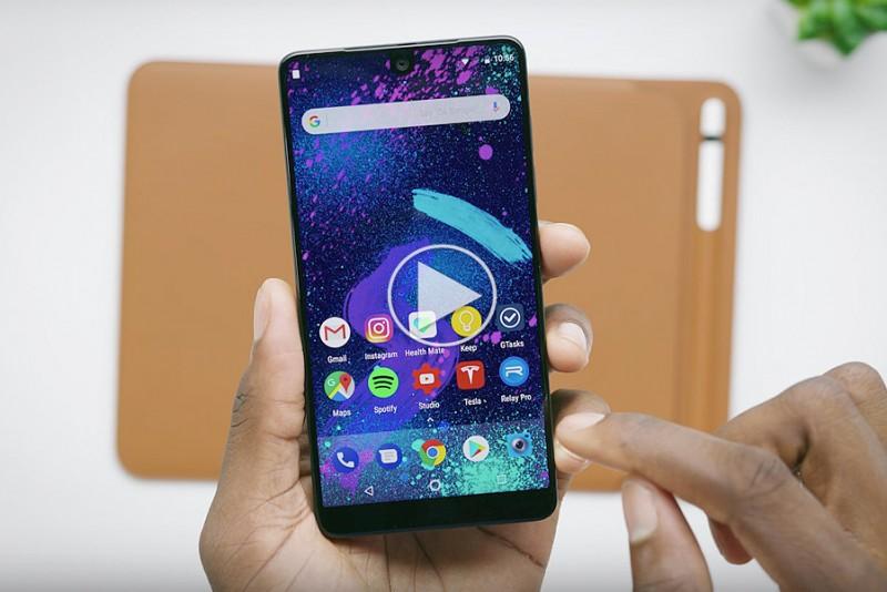 MKBHD kigger nærmere på Essential Phone