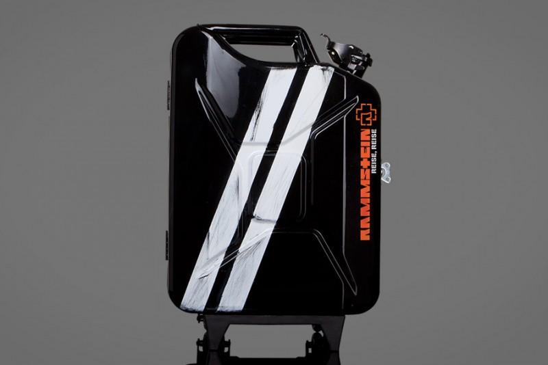 Rammstein-rejsetasken er lavet af en Jerrycan