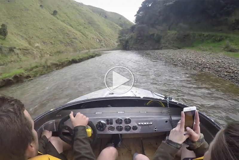 Sådan smadrer du undersiden af din speedbåd, men har det sjovt mens du gør det